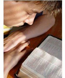 lendo a biblia2